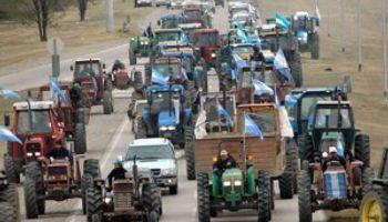 Tractorazo de productores en reclamo por los créditos del Nación