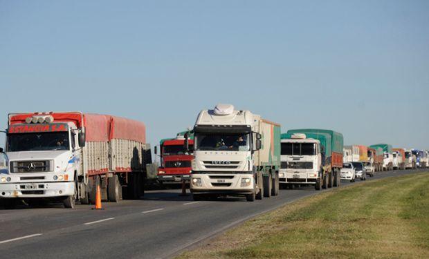 Ingresaron más de 4.000 camiones a los puertos del Gran Rosario.