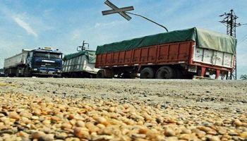 Sin autoconvocados, el transporte de granos acordó una suba de tarifa del 22,5 %