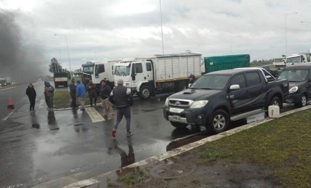 Transportistas de Teodelina en medida de fuerza.