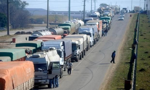 Argentina mantiene fletes por camión más caros que los Estados Unidos y Brasil.