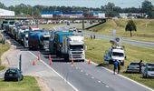 Transportistas mantienen el paro y se reunirán con Massa para destrabar el conflicto