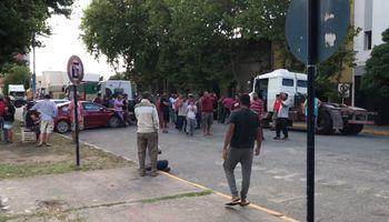 Video: casi 100 transportistas autoconvocados irrumpieron el centro de Necochea para manifestarse
