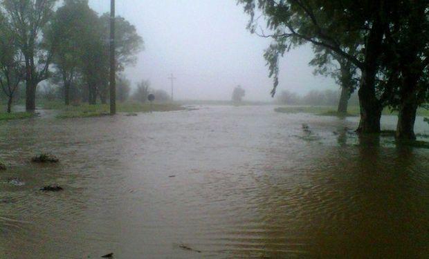 Un campo bajo el agua en Coronel Dorrego. Foto: LA NACION