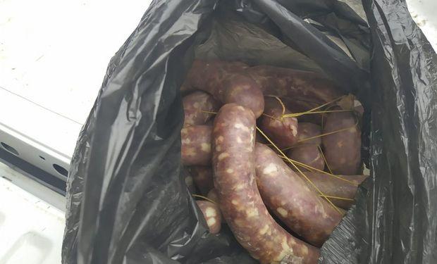 Un procedimiento preventivo en Santa Rosa de Calamuchita y Berrotarán, evitó la distribución de chorizos contaminados.