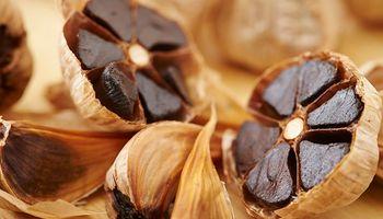 Prohíben la venta de un ajo negro japonés