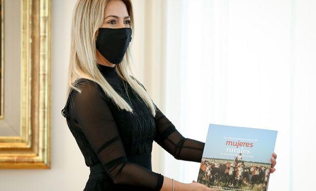 La primera dama toma la bandera de los derechos de las mujeres rurales y busca visibilizar su rol