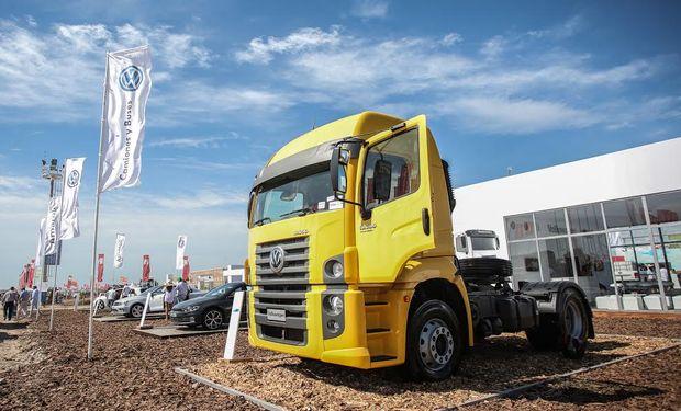 Se exhiben 8 camiones Volkswagen Advantech y 6 pick ups Amarok.