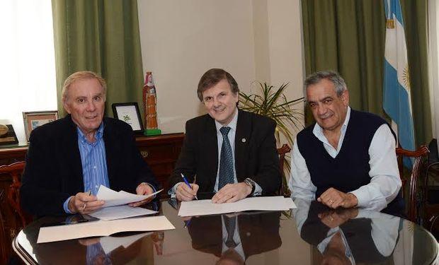 Fue firmado por el Presidente de CONINAGRO, Ing. Agr. Carlos Alberto Garetto, y el Presidente de la Bolsa de Cereales, Ing. Agr. Ricardo Daniel Marra.