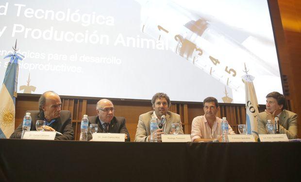 El encuentro culminó con un panel moderado por el periodista Félix Sammartino de La Nación Campo, orientado a debatir cómo se da la integración entre ciencia y la producción.