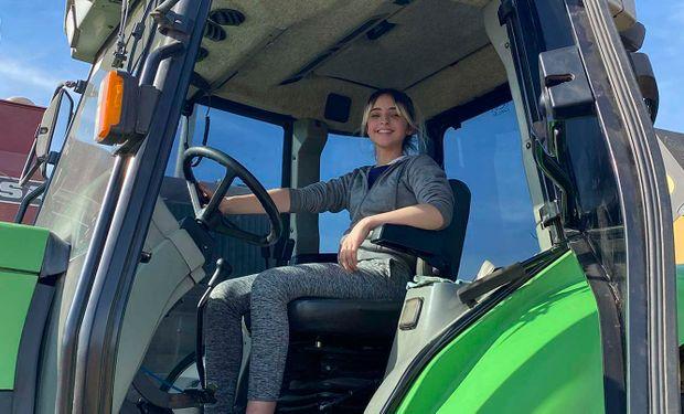 Abril: la adolescente enamorada del campo que maneja tractores desde los 12 años