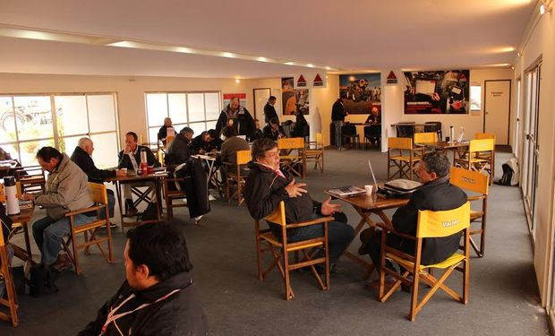 Los presentes pudieron disfrutar de un amplio sector para estar en contacto con los representantes de la empresa.
