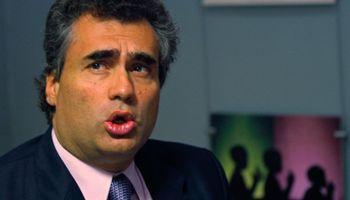Vanoli volvió a descartar devaluación y defendió el cepo al dólar