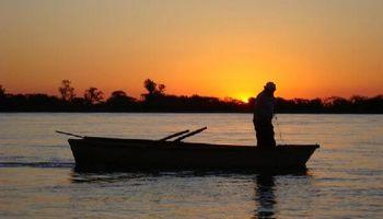 Por la histórica bajante del río Paraná, la Justicia ordenó la veda de pesca en Santa Fe