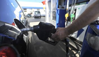 Continúa cayendo la venta de naftas y gasoil