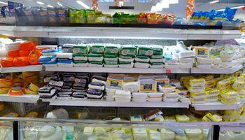 Ofrecen quesos a precios de remate para liquidar excedentes