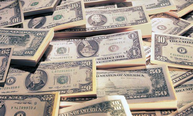El dólar oficial bajó medio centavo a $ 5,725