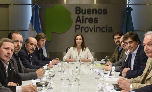 María Eugenia Vidal junto a dirigentes agropecuarios. Foto: Agroindustria BA