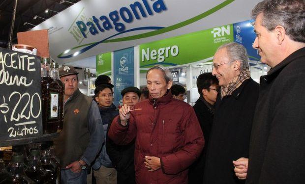 """""""Estamos muy interesados en los productos argentinos"""", dijo el embajador de Vietnam en su visita a La Rural."""