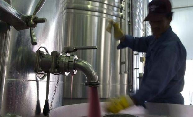 Actualmente se está importando 6 millones de litros de vino genérico de Chile.