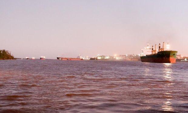 Los intendentes de San Lorenzo y Puerto General San Martín podrían recibir una denuncia penal por impedir la carga de buques