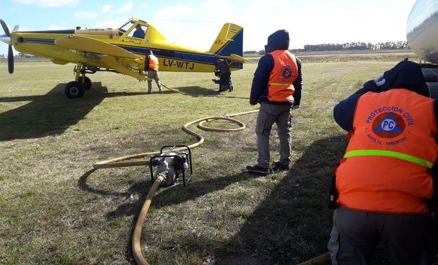 Aviones agrícolas se suman a combatir el fuego en las islas del Delta del Paraná