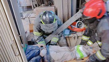 Desde adentro: así fue el rescate de los operarios atrapados tras el derrumbe del silo en Bunge