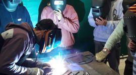 Una universidad y una fábrica de maquinaria se unieron para brindar capacitaciones