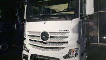 Mercedes-Benz lanzó los camiones del futuro