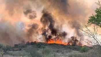 Incendios en sierras de Córdoba: el fuego llegó a Villa Carlos Paz y alertan a la región