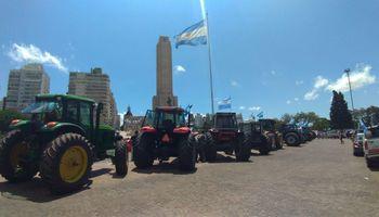 Los tractores volvieron a rugir en el Monumento a la Bandera