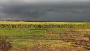 Prevén lluvias importantes para la transición mensual
