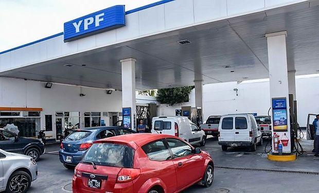 Aumentan los combustibles un 4,5 % en promedio: YPF es la primera en implementar los nuevos valores